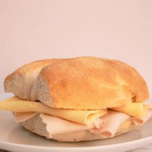 marraqueta pavo queso